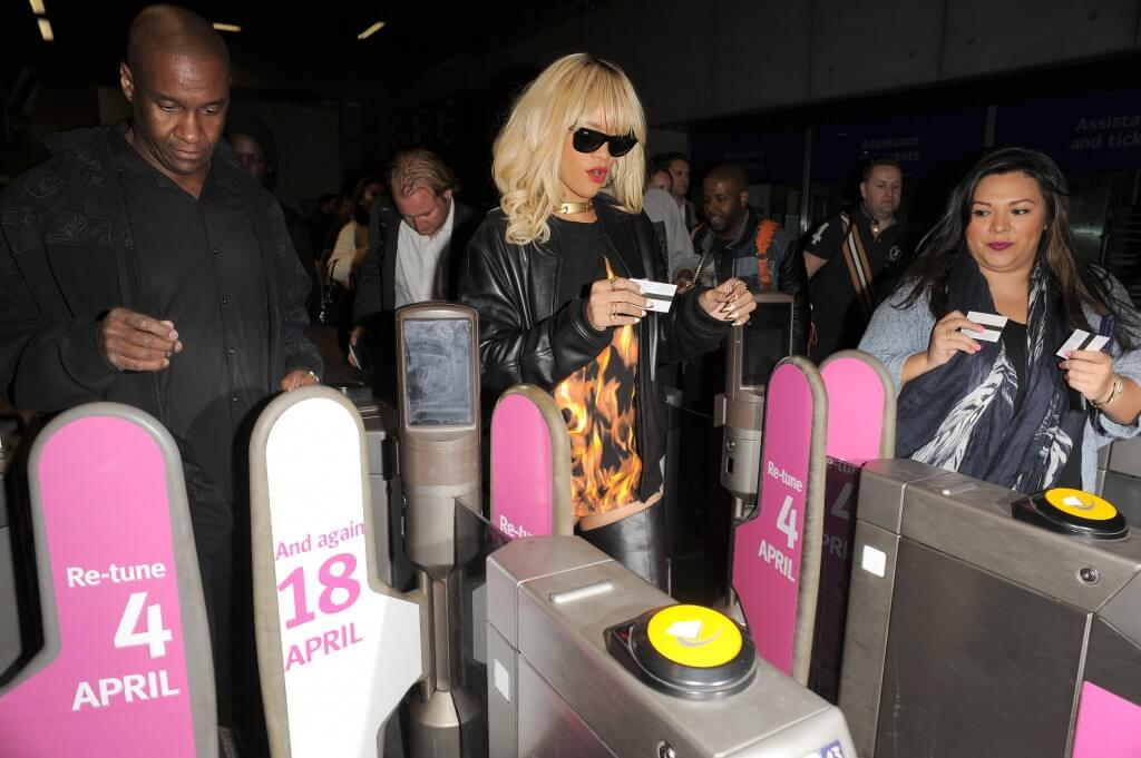 """What the hell do I do with this paper ticket?"" Rihanna should have got an Oyster card"